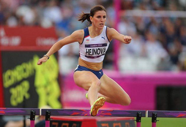 Zuzana Hejnová při finálovém závodě na 400 m překážek na LOH v Londýně 2012.