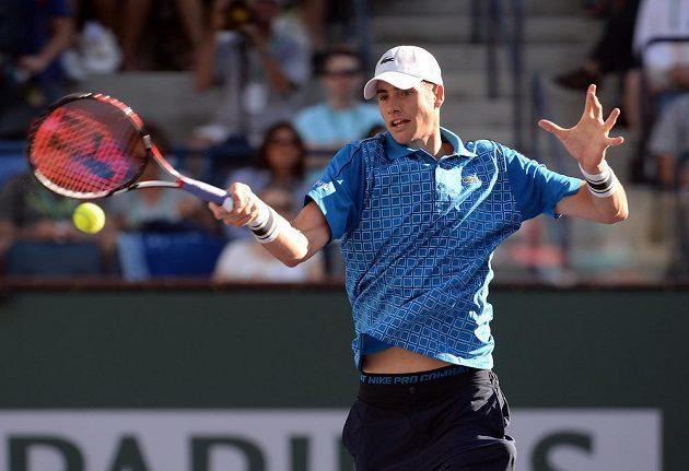 Americký tenista John Isner dlouho srbskému favoritovi v semifinále turnaje v Indian Wells odolával.
