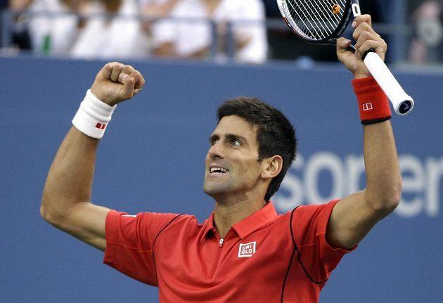 Radost Novaka Djokoviče po jedné z výměn ve finále US Open proti Rafaelu Nadalovi.