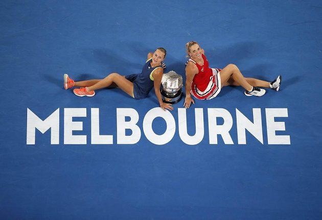Vítězky čtyřhry na Australian Open Timea Babosová z Maďarska a Kristina Mladenovicová z Francie.