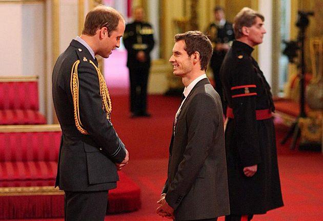 Wimbledonský šampión Andy Murray (vpravo) a princ William.