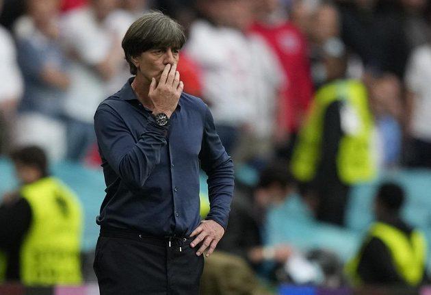 Německý kouč Joachim Löw poté, co jeho tým v souboji s Anglií podruhé inkasoval.