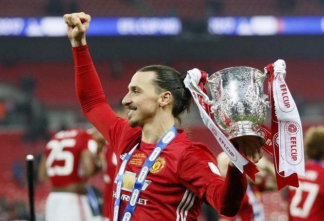 Je to tam! Ibrahimovič vyhrál s Manchesterem druhý pohár po svém letním příchodu.