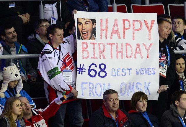 Také fanoušci Omsku přáli v hledišti haly Bolšoj Jaromíru Jágrovi k jeho 42. narozeninám.