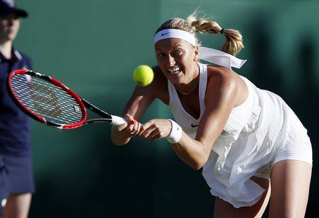 Petra Kvitová v zápase s Ruskou Jekatěrinou Makarovovou.