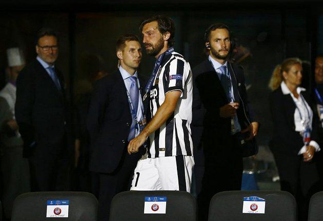 Smutný záložník Juventusu Andrea Pirlo po porážce s Barcelonou.