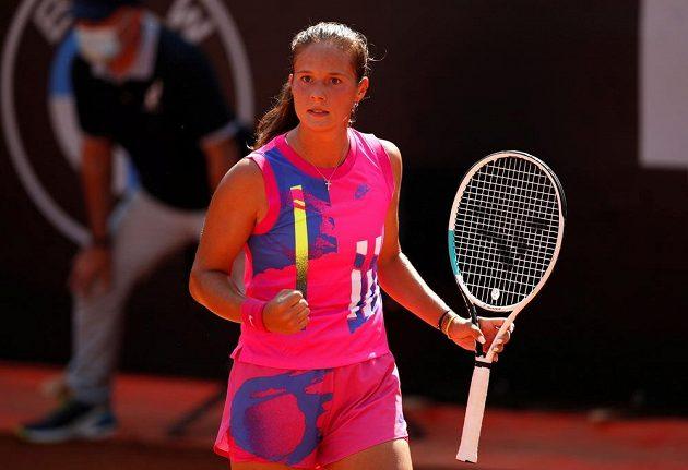 Ruská tenistka Darja Kasatkinová slaví v Římě postup přes Kateřinu Siniakovou.