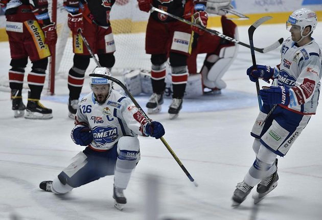 Martin Zaťovič z Brna se raduje z druhého vstřeleného gólu.