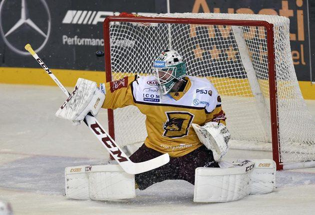 Brankář Jihlavy Lars Volden inkasuje druhý gól od Brna.