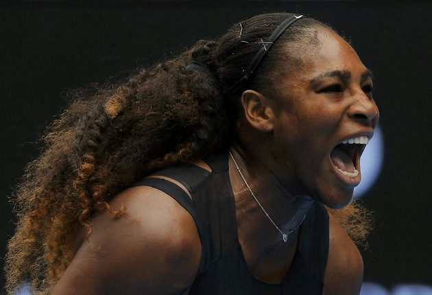 Serena Williamsová radostí řve.