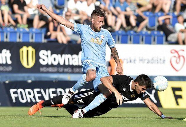 Zleva Jakub Mareš ze Slovanu a Zoran Gajič ze Zlína v utkání Česko-slovenského Superpoháru.