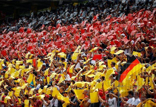 Davy fanoušků na Velké ceně Německa formule 1 na okruhu v Hockenheimu.