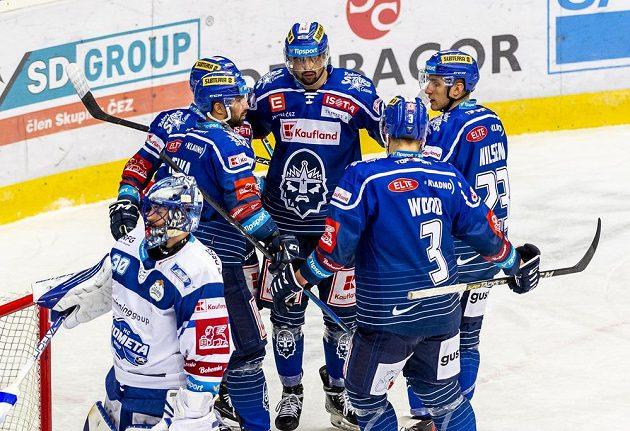 Hráči Kladna se radují z gólu proti Kometě.