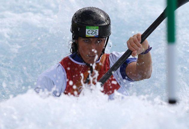 Soustředěná Kateřina Kudějová v olympijském kanále.