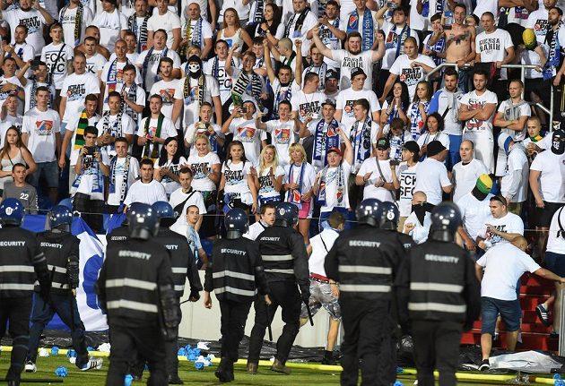 Ostravští fanoušci při derby s Opavou.