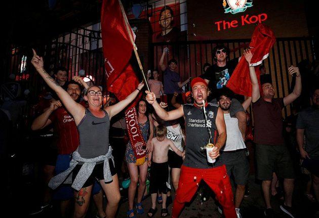 Rozhodnuto. V Liverpoolu slaví fotbalový titul.