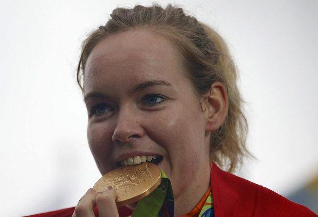 Nizozemka Anna van der Breggenová se zlatou medailí.