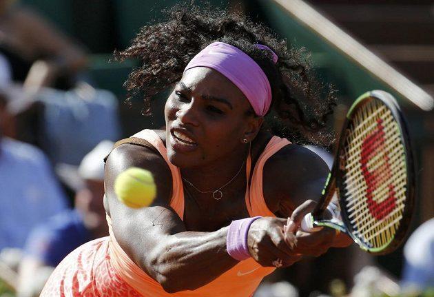 Serena Williamsová z USA v semifinále French Open se Švýcarkou Timeou Bacsinszkou. Američanka bude v pátek finálovou soupeřkou české tenistky.