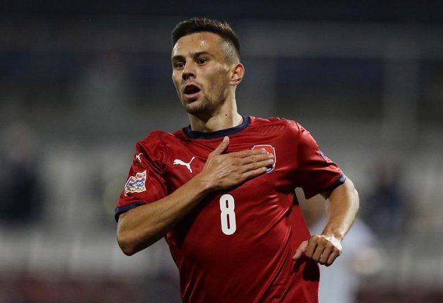 Liberecký záložník Jakub Pešek oslavuje svoji premiérovou trefu v reprezentačním A týmu.