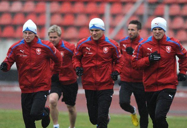František Rajtoral (vlevo), David Lafata (uprostřed) a David Limberský během tréninku české reprezentace na Strahově.