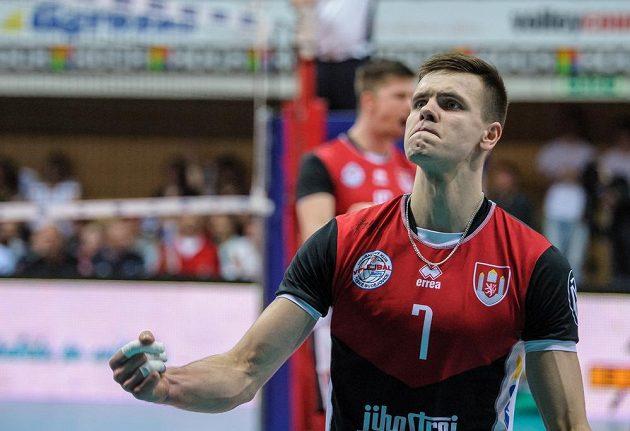 Radost budějovického hráče Petra Michálka. Jihočeši ve finále play off extraligy volejbalistů vyhráli nad Kladnem a slaví titul.