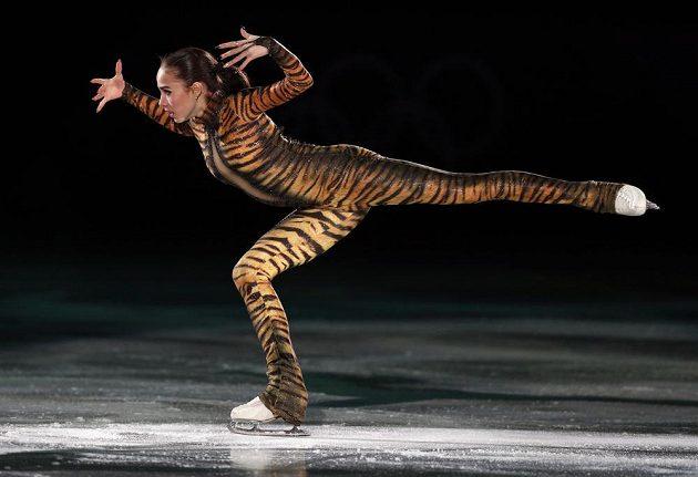 Ruská krasobruslařka Alina Zagitovová na exhibici v rámci olympijských her.