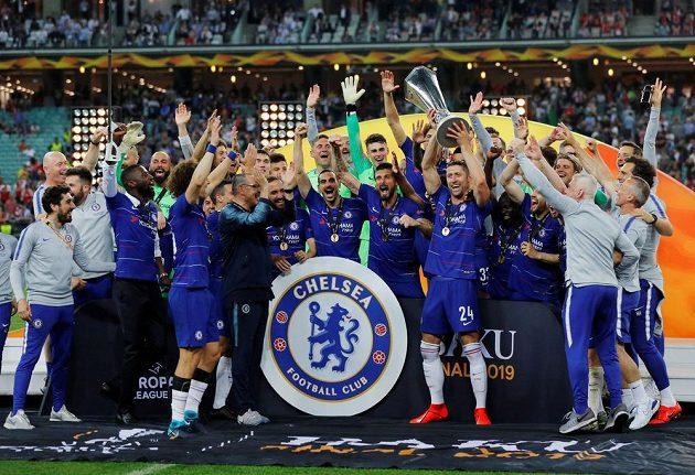 Fotbalisté Chelsea slaví vítězství v Evropské lize.