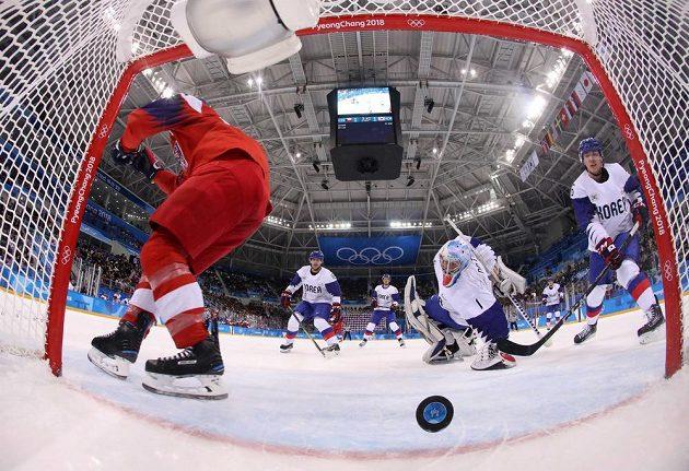 Gól, Korea inkasuje v utkání s Českem.
