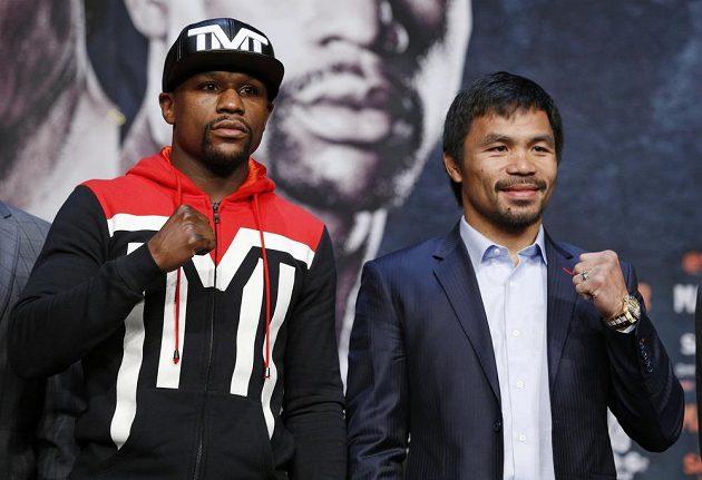 Filipínec Manny Pacquiao (vpravo) se může stát prvním boxerem, který porazí Američana Floyda Mayweathera.