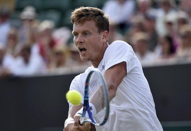 Český tenista Tomáš Berdych ve druhém kole Wimbledonu proti Francouzi Mahutovi.