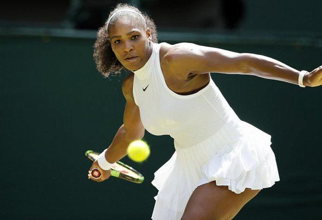 Americká tenistka Serena Williamsová v zápase s Němkou Annikou Beckovou.