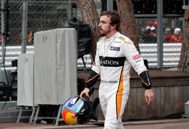 Pilot McLarenu Fernando Alonso po předčasném konci na GP Monaka.