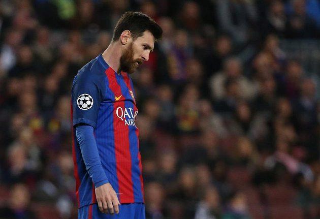 Barcelonský Lionel Messi a jeho zklamání během odvetného čtvrtfinále Ligy mistrů s Juventusem.