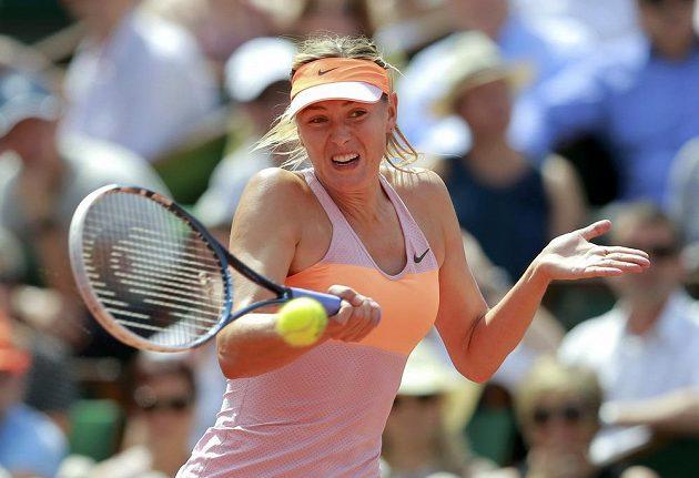 Return Marie Šarapovové ve finále letošního French Open v Paříži.