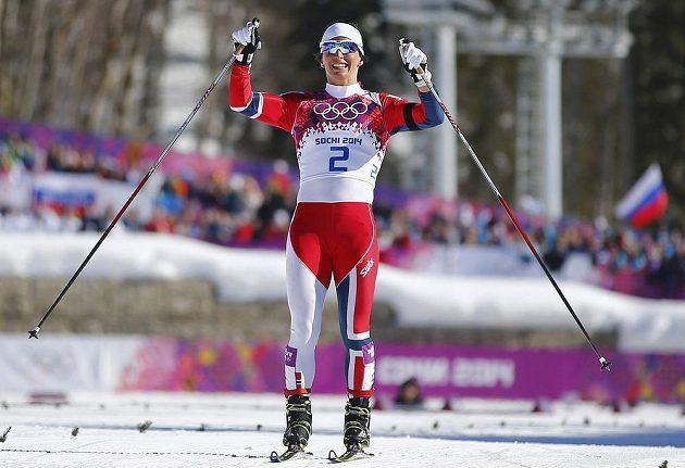 Marit Björgenová se raduje ze svého celkově již čtvrtého zlatého kovu ze Olympijských her.
