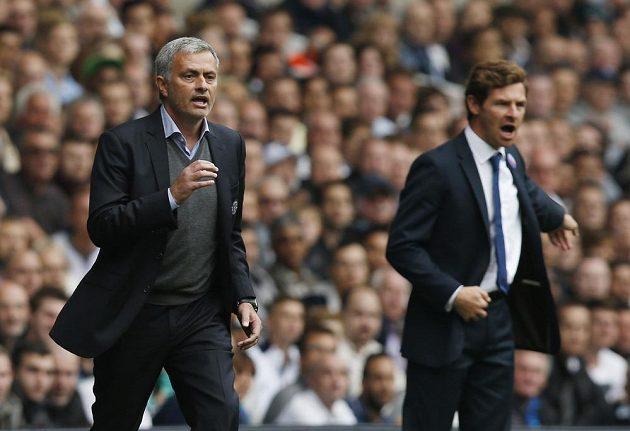Portugalští trenéři José Mourinho z Chelsea a André Villas-Boas z Tottenhamu (vpravo).