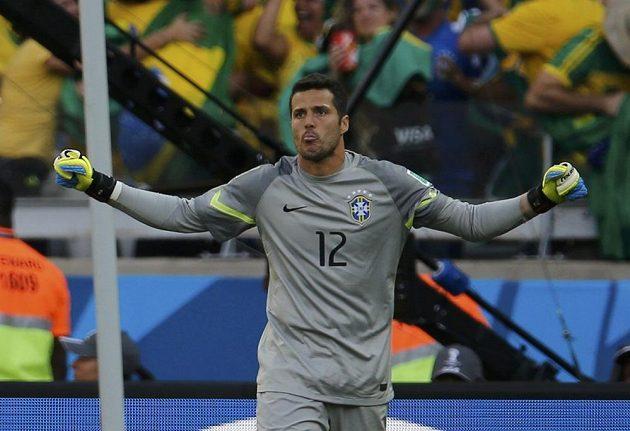 Brazilský brankář Júlio César svůj tým v penaltovém rozstřelu podržel.