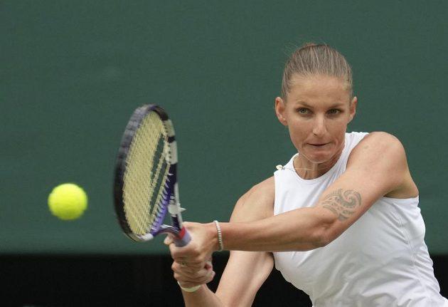 Karolína Plíšková ve finále Wimbledonu proti Australance Ashleigh Bartyové.