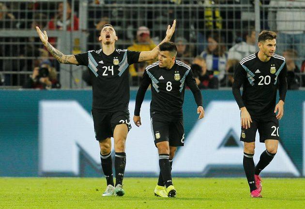 Argentinský fotbalista Lucas Ocampos slaví poté, co vstřelil gól Německu v přípravném utkání. Duel skončil nerozhodně 2:2.