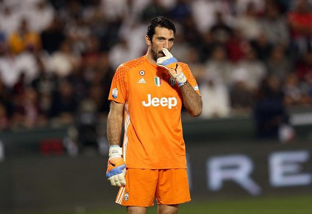 Brankář Juventusu Gianluigi Buffon při Superpoháru s AC Milán.