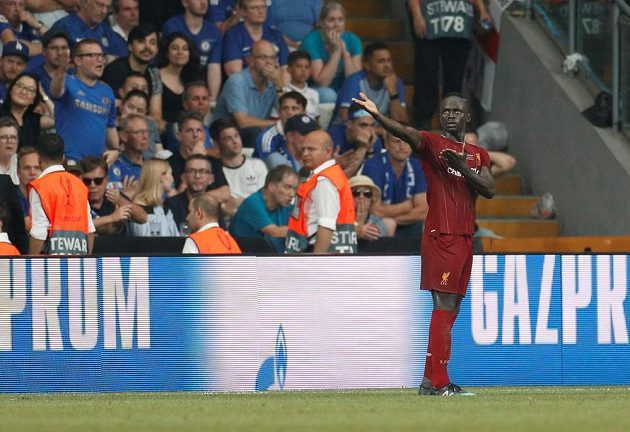 Liverpoolský Sadio Mané poté, co dal druhý gól proti Chelsea.