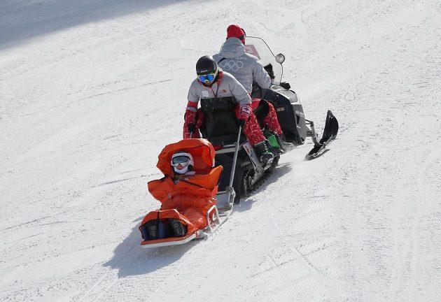Česká snowboardkrosařka Vendula Hopjáková skončila po pádu ve 2. kvalifikační jízdě v péči lékařů.