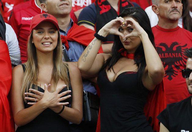 Nejen na trávníku bylo v utkání mezi Francií a Albánií co k vidění.
