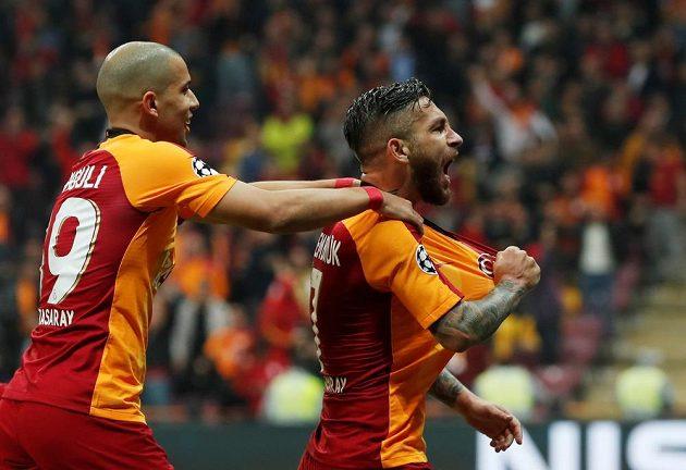 Fotbalisté tureckého týmu Galatasaray slaví v utkání Ligy mistrů s FC Bruggy.