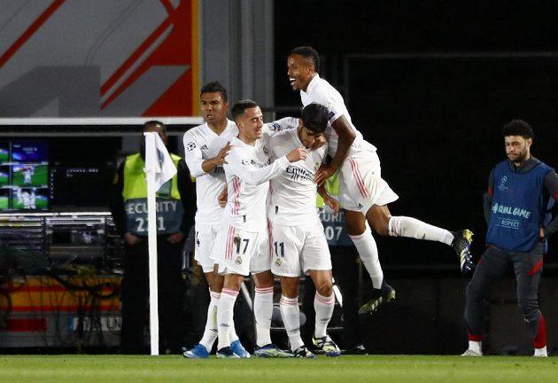 Gólová radost hráčů Realu Madrid proti Liverpoolu
