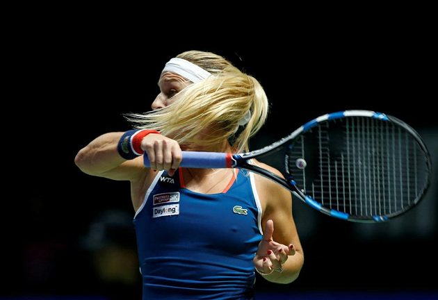 Dominika Cibulková po jednom z úderů ve finále Turnaje mistryň.