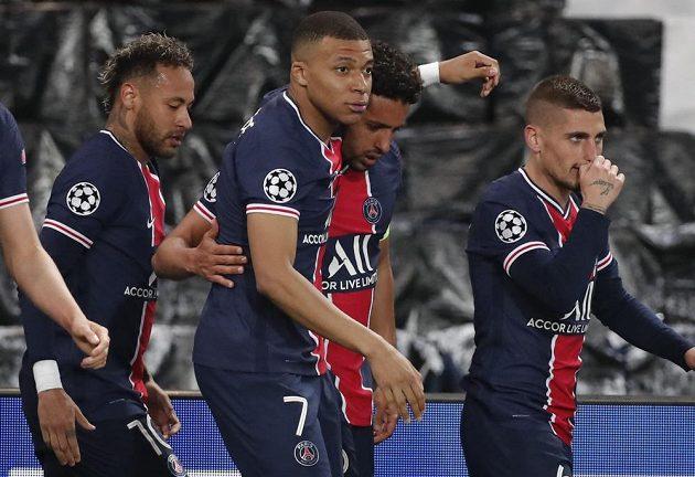 Radost hráčů PSG po gólu proti Manchesteru City.