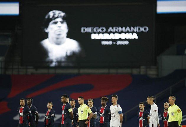 Před zápasem francouzské ligy mezi Paris St Germain a Bordeaux se vzpomínalo na zesnulou legendu Diega Maradonu.