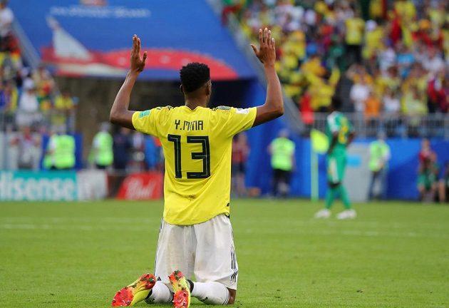 Kolumbijec Yerry Mina slaví vítězný gól proti Senegalu.