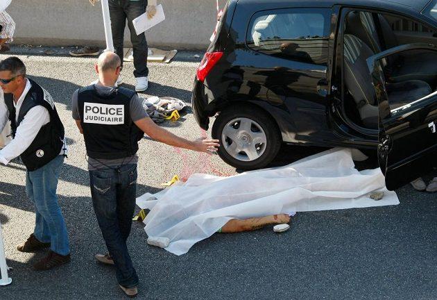 Adrien Anigo byl zavražděn při výstupu z auta.
